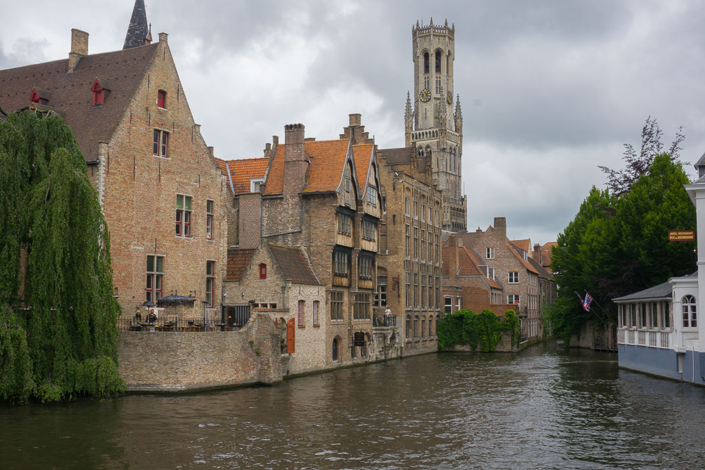 Beautiful canals in Bruges, www.thetwodrifters.net