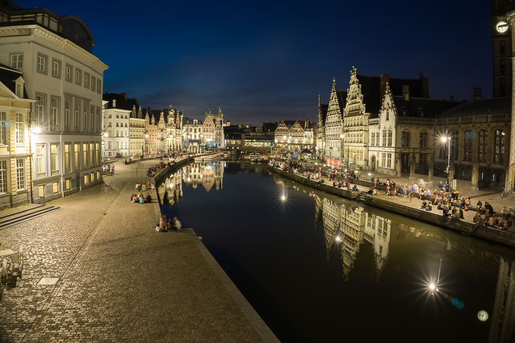 Gorgeous Ghent at nighttime is stunning. www.thetwodrifters.net