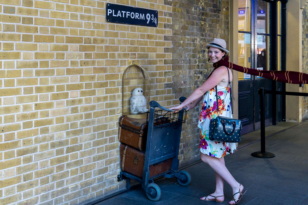 Eilis at Platform 9 3/4 on the way to Hogwarts! www.thetwodrifters.net