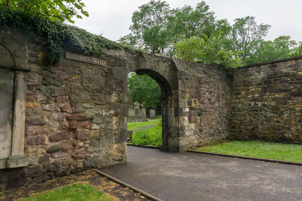 Graveyard in Edinburgh www.thetwodrifters.net