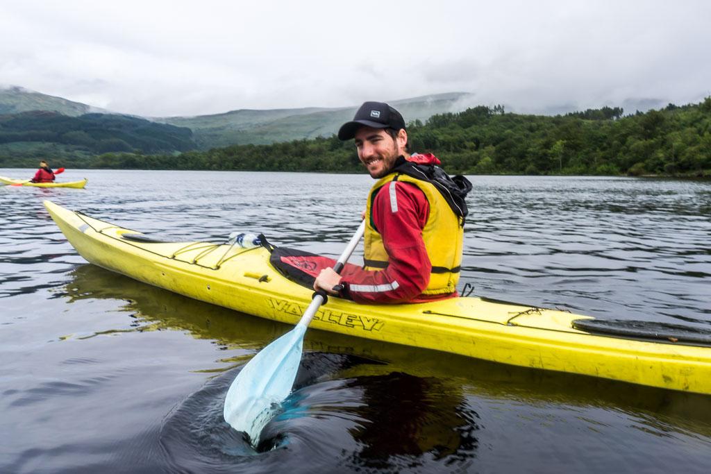 West Highland Way, The Two Drifters, www.thetwodrifters.net Scott paddling like a pro, kayaking Loch Lomond in Scotland