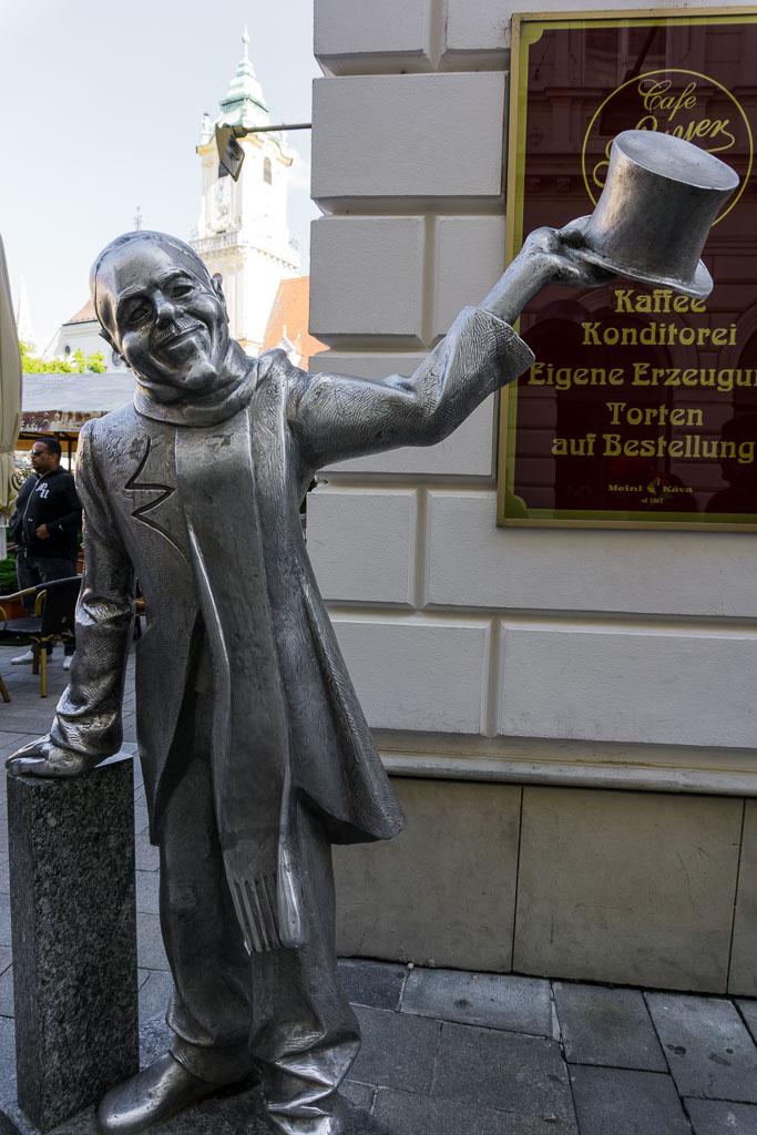 Statue, Bratislava, The Two Drifters, www.thetwodrifters.net