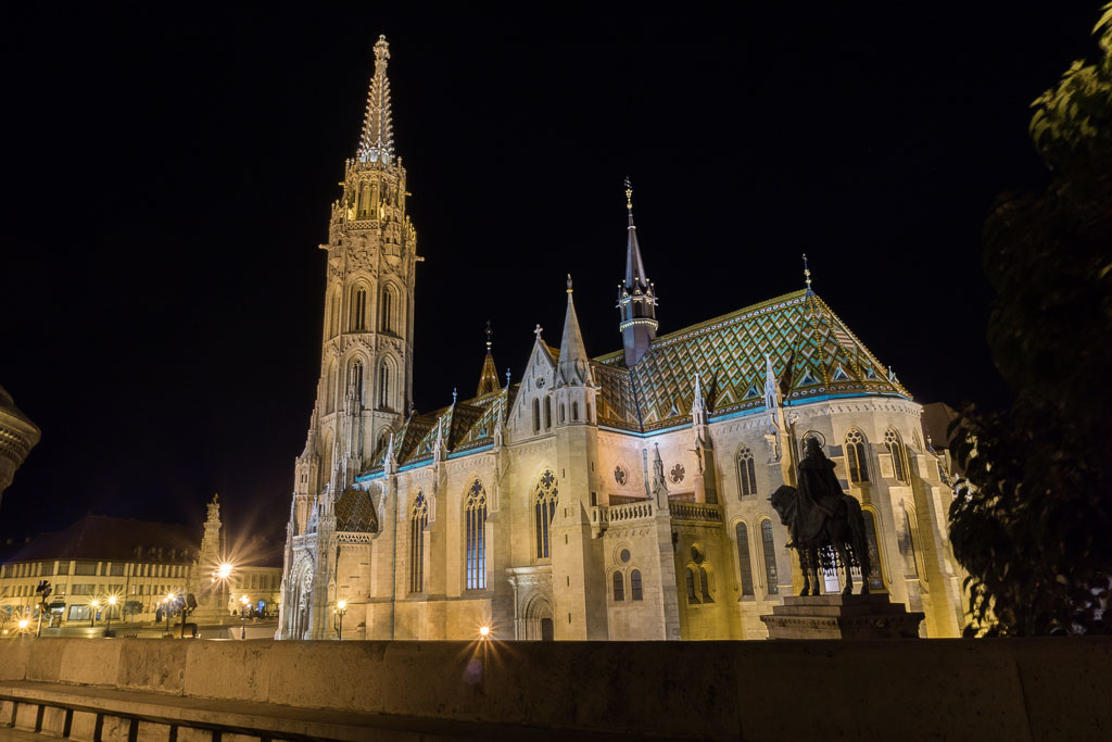 Mattias Church at night, Budapest, The Two Drifters, www.thetwodrifters.net