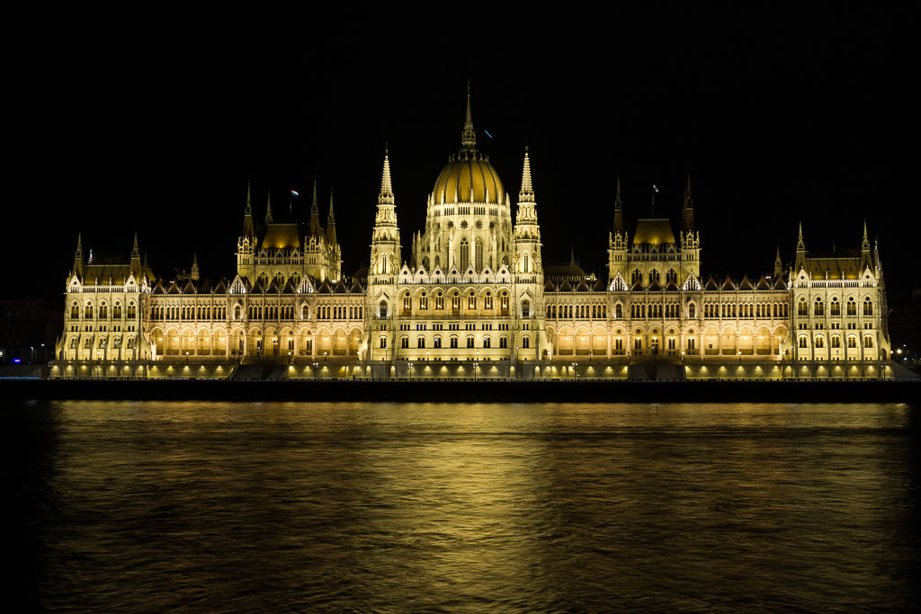 Parliament at night, Budapest, The Two Drifters, www.thetwodrifters.net