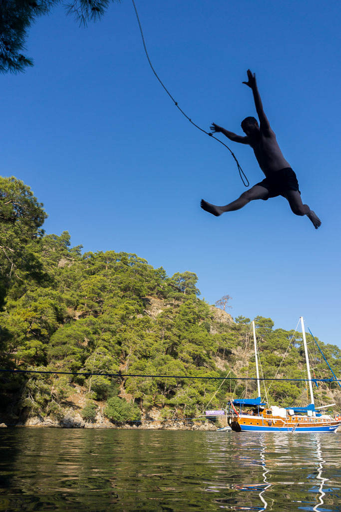 Rope swing, Sailing Turkey, The Two Drifters, www.thetwodrifters.net