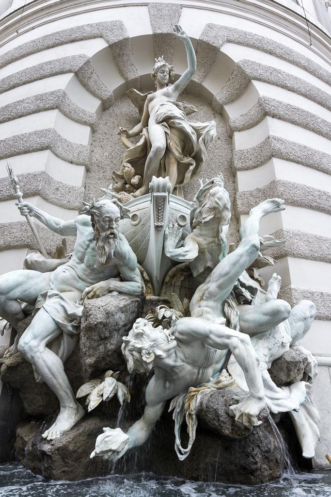 Statue in Vienna, The Two Drifters, www.thetwodrifters.net