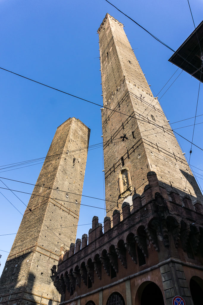 Leaning towers, Bologna, The Two Drifters, www.thetwodrifters.net