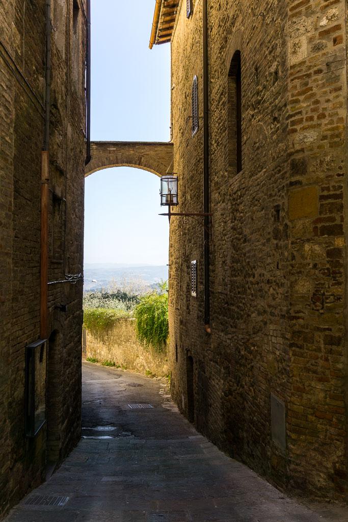 Alleyways, San Gimignano, The Two Drifters, www.thetwodrifters.net