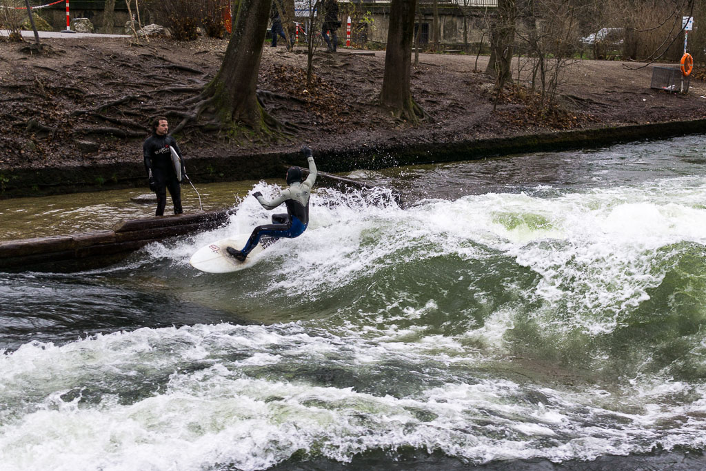 Surfing in Eisbach River, Munich, The Two Drifters, www.thetwodrifters.net