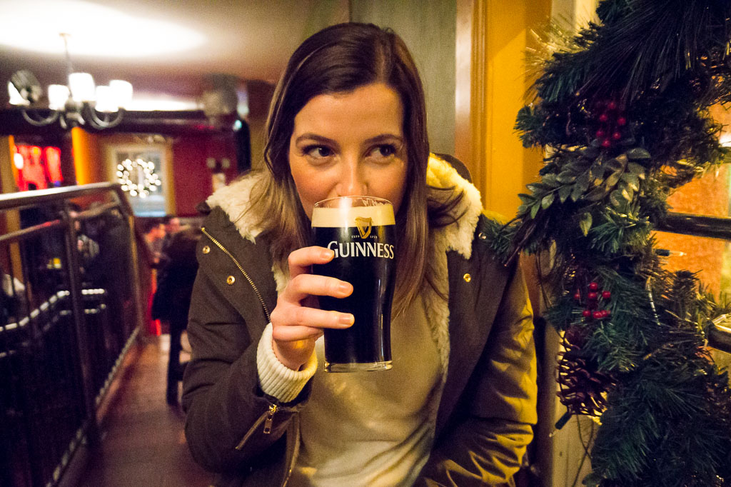 Eilis trying Guinness